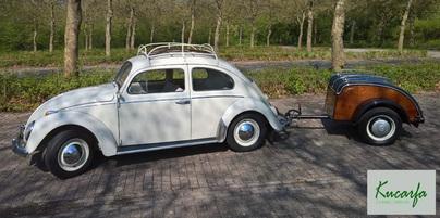 VW Käfer mit Westfalia Wolfsburg Anhänger